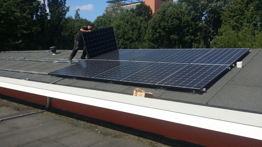 Plaatsing eerste zonnepanelen Anker